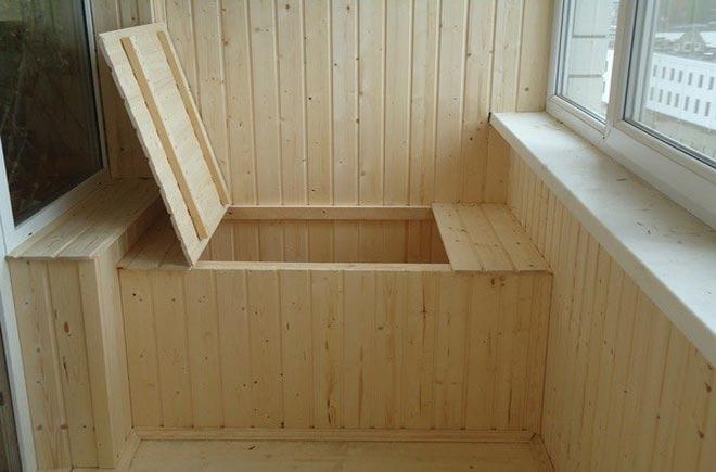 Ящик на балконе